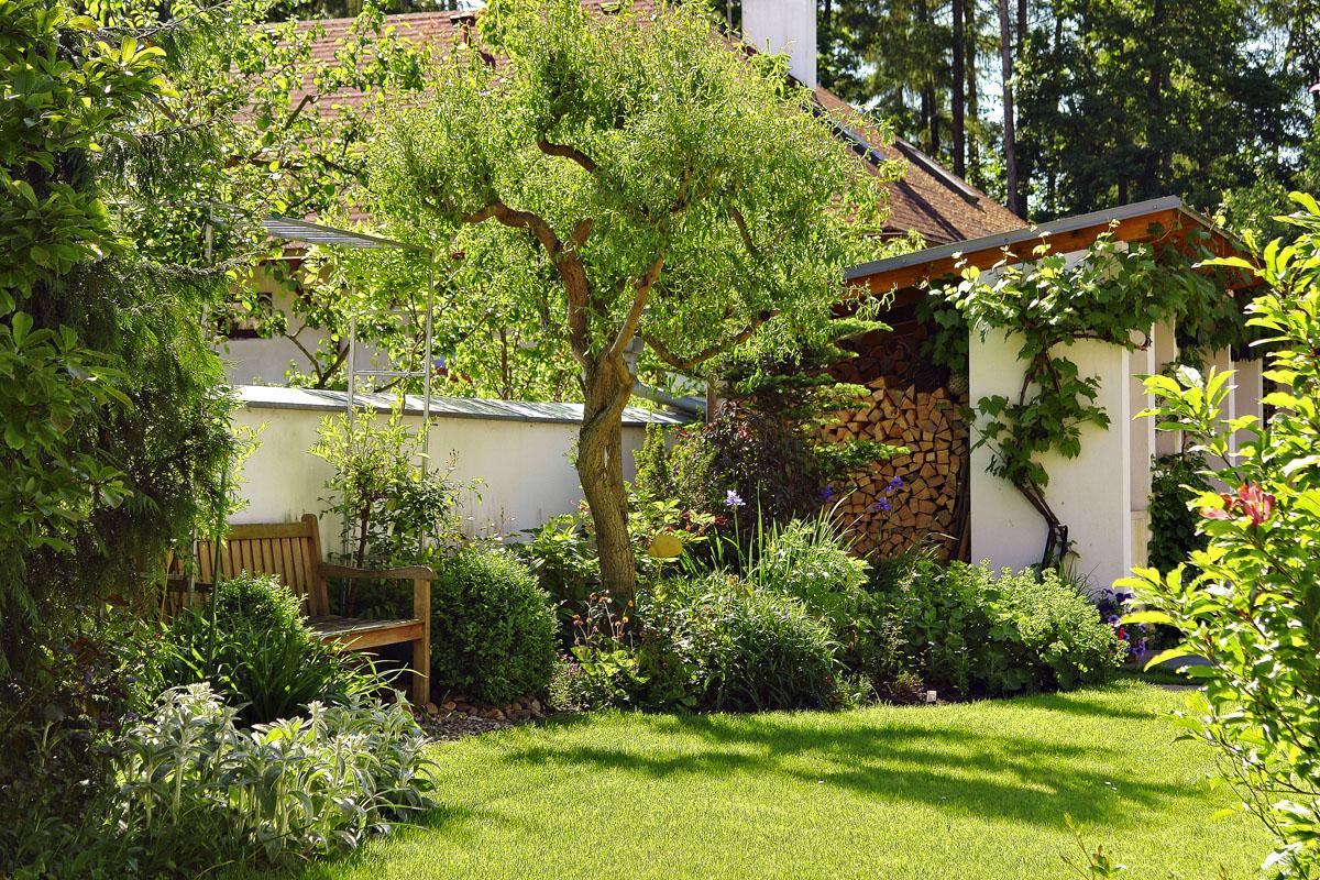 Účelná zahrada s vejminkem