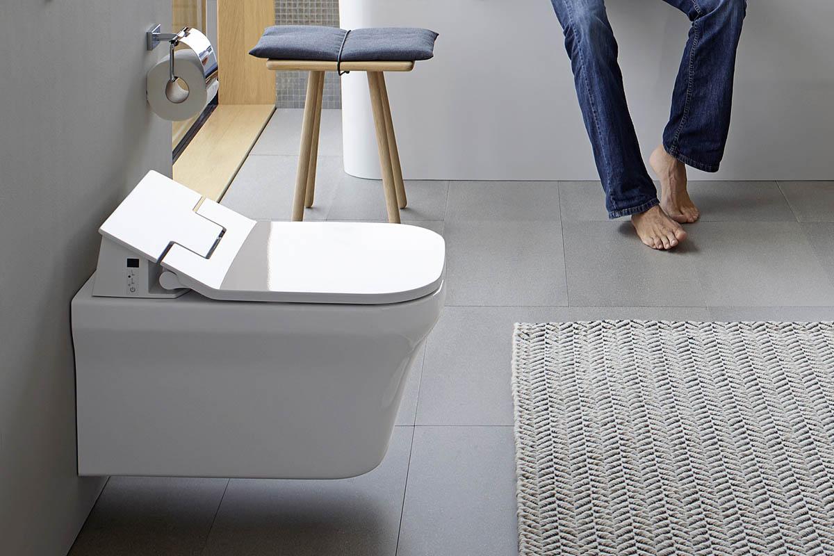 Na toaletu s dálkovým ovladačem