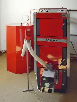 Automatické kotle na pelety ATMOS jsou konstruovány pro jejich dokonalé spalování. Zabudovaný hořák na pelety si plně automaticky za pomocí šnekového dopravníku odebírá pelety ze zásobníku (ATMOS)