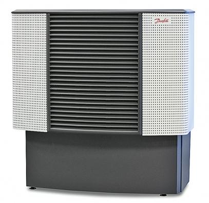 Vzduchová jednotka tepelného čerpadla systému vzduch/voda, která se umisťuje vexteriéru, například na domovní fasádu či na střechu (DANFOSS)