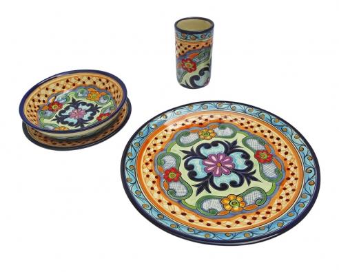 Ručně malované keramické jídelní talíře, hluboký (490Kč) amělký (590Kč), pohár na nápoje. Průměr 7cm, výška 14,5cm. Cena 190Kč