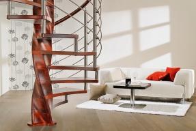 Elegantní točité schodiště s masivním centrálním sloupem ve tvaru šroubovice
