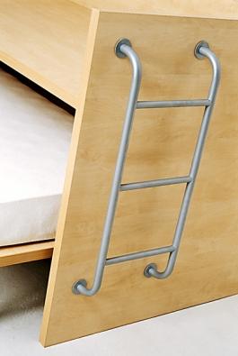 Přístup na tzv. zvýšené lůžko vám usnadní krátký kovový žebřík za 1785Kč (Alax)