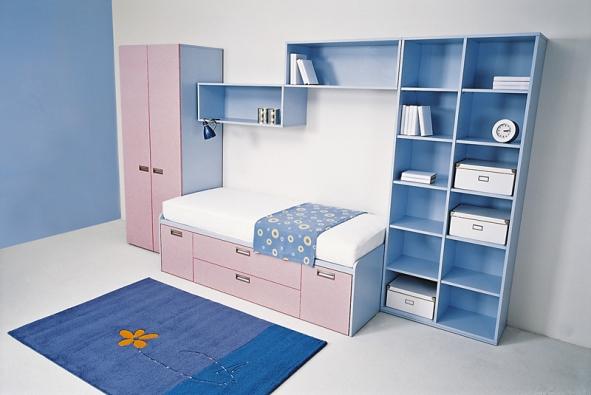 Mandal – postel vdesignu borovice ačerný lak, šíře 240cm, cena od 2490Kč (IKEA)