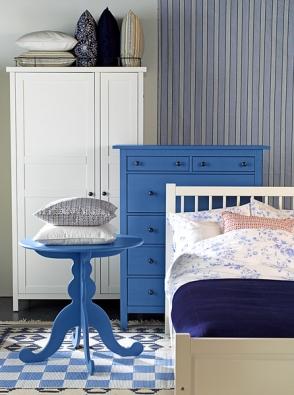 Modrobílé poležení – ložnice Hemnes (IKEA)