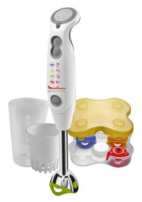 Click & Mix DD702 – tyčový mixér sšestnáctirychlostní plynulou regulací aodnímatelnými nástavci: zelený je na mixování, žlutý na emulgaci ašlehání, červený na sekání amodrý na drcení ledu nebo přípravu gaspacha, přístroj pořídíte za cca. 800Kč (MOULINEX)