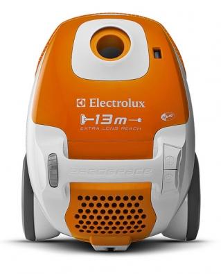 Model Ergospace ZE 310 vnovém designu ibarevných odstínech sdosahem hubice až 13m je vybaven omyvatelným HEPA filtrem, fungujícím také jako čistič vzduchu, corientační ena 2990Kč  (ELECTROLUX)