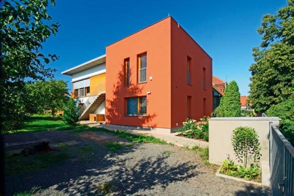 Dvougenerační zděný dům