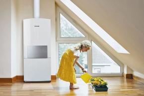 Uvažujete-li o řízeném větrání s rekuperací, je dobré se zamyslet nad zdrojem tepla v domě. Na obrázku je kompaktní plynová stacionární kondenzační jednotka CerasmartModul s elektronikou Bosch Heatronic, která dosahuje účinnosti až 108% (JUNKERS)