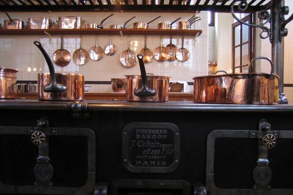 Nostaligickou krásu starých kuchyní ve kterých dominoval oheň si můžete dopřát i dnes - komfortní a spolehlivou