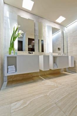 Svítidlo Kombu (Fontana Arte), design Matteo Thun, bílý perforovaný polykarbonát, zářivka 36 W, napájení 230 V, IP20, orientační cena 13900Kč (HAGOS)