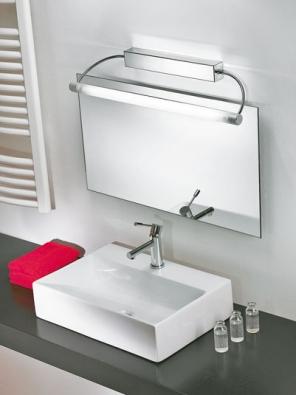 Nástěnné svítidlo 3698 (Linea Light), chromovaná ocel a plexisklo, zdroj 1x 24 W T5, napájení 230 V, IP40, orientační cena 6 100Kč (FANEXIM)