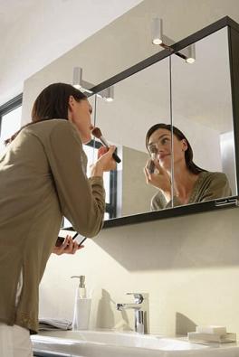 Zrcadlová skříňka sosvětlením všířce 100 cm, orientační cena 26 800 Kč bez DPH (IDEAL STANDARD)