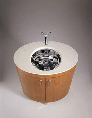 Koupelnová skříňka Ellisse ze dřeva amramoru, cena podle provedení mramorové desky se pohybuje od 108 000 Kč (vyrábí OXO, dodává AQUA TRADE)