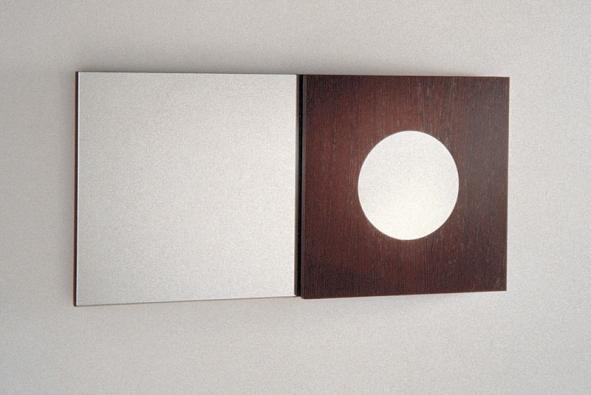 Symbol kruhu ačtverce inspiroval tvůrce zrcadla zkoupelnové série Quadro, pořídit si jej můžete za cca 9 700 Kč (vyrábí OXO, dodává AQUA TRADE)