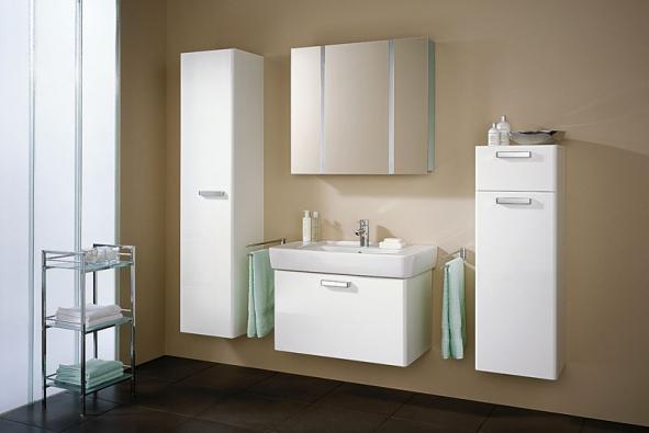 Atraktivní koupelnový nábytek Renova Nr.1 Plan. Skříňka pod umyvadlo se vyrábí všířce 60 až 100 cm od 9 800 Kč, zrcadlovou skříňku pořídíte za cca 26 600 Kč, vysoká skříňka orientačně stojí 16 800 Kč, nízká 11 200 Kč, vše bez DPH (vyrábí KERAMAG, dodává SANITEC)