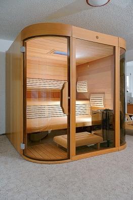 Sauna se zaoblenými dveřmi