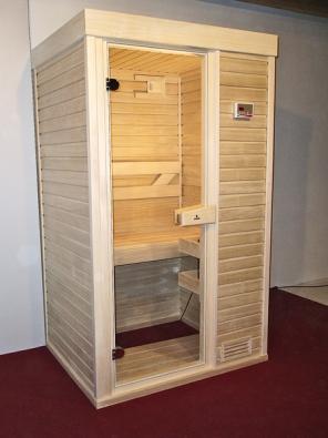 Saunová kabina Economy Plus s topolovým obkladem je ideálním řešením do menších interiérů (DYNTAR).