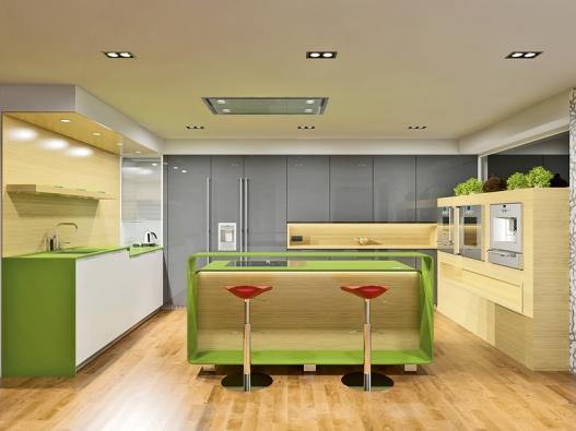 Druhá varianta má nábytek podél tří stěn avarné centrum sbarovým pultem ze zeleného corianu.