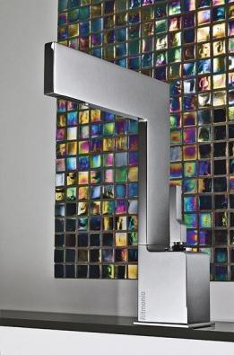Minimalistická série Tetris zahrnuje umyvadlové isprchové baterie charakteristické jednoduchými elegantními liniemi, design Davide Vercelli (vyrábí RITMONIO, dodává AQUA TRADE).
