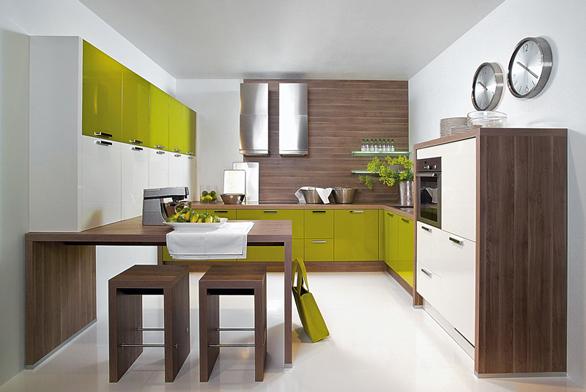 Kuchyňská sestava Chicago sbarovými stoličkami z5 cm silné desky, cena 12 990 Kč za kus (vyrábí NOLTE, dodává ATELIER PEDRO).