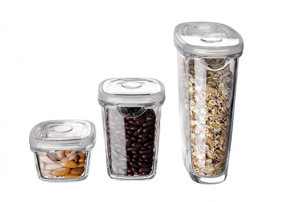 Dózy na potraviny různých velikostí zprogramu IKEA 365+, cena od 39 Kč (IKEA).