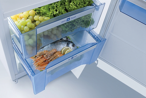 Praktické zásuvky stzv. nulovou zónou slouží zejména kuchovávání ovoce azeleniny (GORENJE).