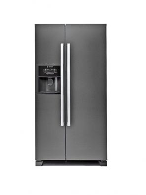 Chladnička KAN 58A50, objem 504l, kostky ledu, ledová tříšť ipitná voda, barva černá ve vysokém lesku, ocenění iF za design, cena 52690Kč (Bosch).