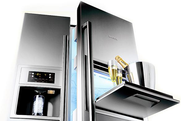 Chladnička KAN 60A40, objem 334/170l, oddělená regulace teploty pro chladicí a mrazicí část s digitálním ukazatelem, domácí bar, osvětlený prostor pro výdej ledových kostek, tříště a pitné vody.