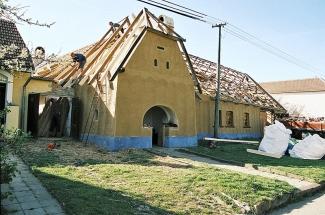 Sklon sedlové střechy