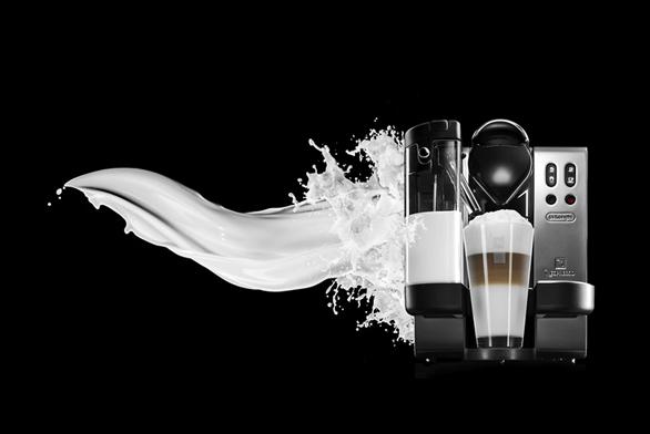 Kávovar Latissima pro přípravu lahodných kávových specialit snapěněným mlékem se vyrábí ve variantě červené, černé asaténový chrom, cena podle modelu 8790Kč, 9590Kč a9790Kč (NESPRESSO).