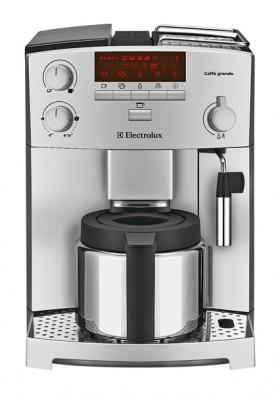 Plně automatický přístroj ECG 6200 třídy Caffé Grande Macchiato na přípravu espressa skonvicí kávu pro početnější návštěvu, individuální nastavení síly kávy, funkce Double Thermoblok pro napěnění mléka, cena 18999Kč (ELECTROLUX).