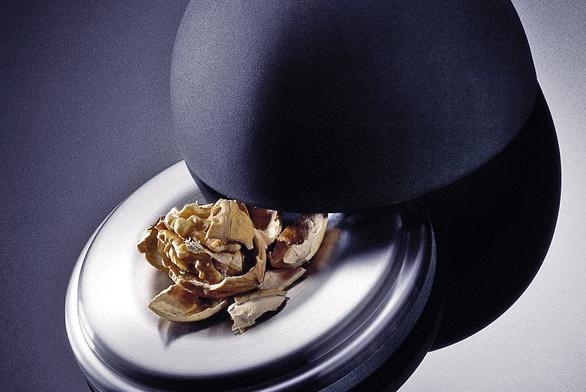 Košík na ovoce Satura (ZACK), nerezová ocel, cena 2 945 Kč (DECOLAND).