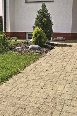 Dlažba Diton Tesela de Luxe je přirozená, sušlechtilým přírodním vzhledem asjemnými kamínky. Obydlí, zahradě či okolí bazénu dodá exkluzivní vzhled (DITON).