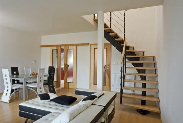 Segmentové kombinované schodiště JAP 300 má schodnice vyrobené zmasivního buku, ale můžete si zvolit také dub, javor nebo jasan (J. A. P.).
