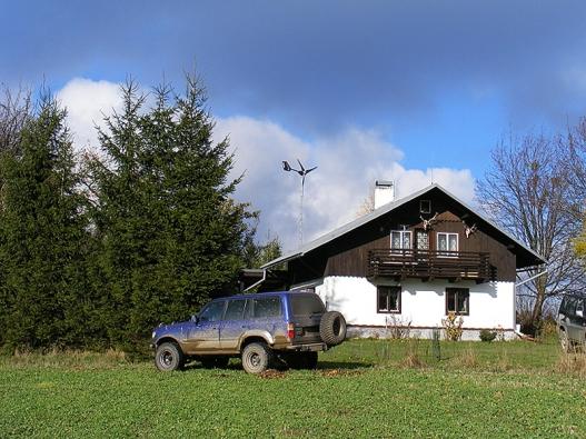 Malá větrná elektrárna vPoličce (výkon 3 kW) zajišťuje provoz rodinného domu (AERPLAST).