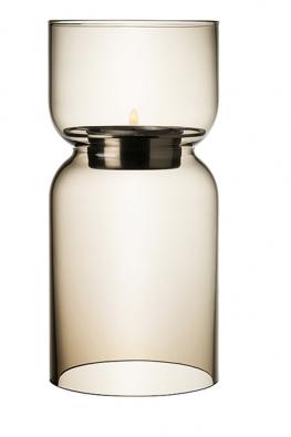 Svícen Lantern –Iittala (Finsko), design Harri Koskinen 1999, 1272Kč s DPH/ /ks (DESIGNOR).