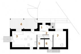 Půdorys přízemí: 1) zádveří 2) hala 3) společný obytný prostor 4) terasa 5) WC 6) kotelna 7) pokoj pro hosty.