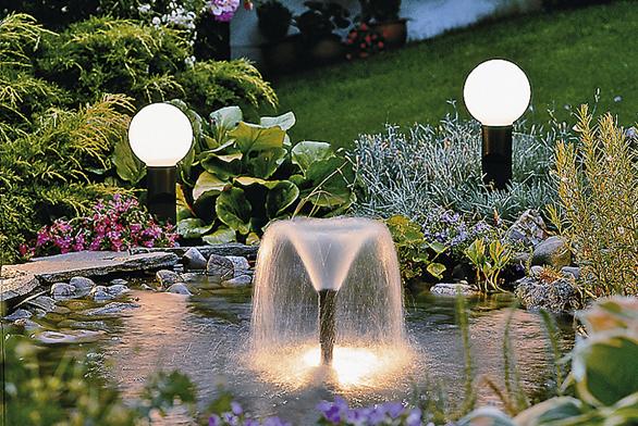 """Výměnné trysky anoční osvětlení """"dotahuje"""" při zahradních slavnostech kouzelnou atmosféru."""