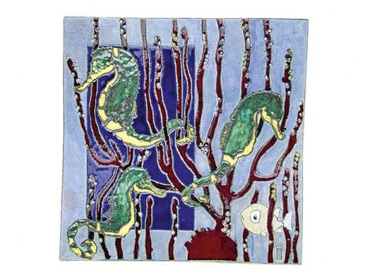 Mořský koník, keramické kachle, jemná šamotová hlína dekorovaná engobou vkombinaci slesklou glazurou (STUDIO ACCENT).