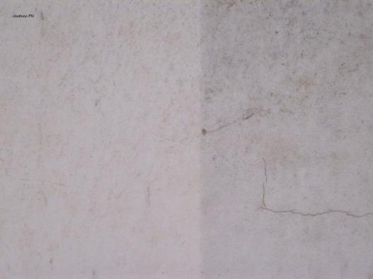 Část fasády ošetřená nátěrem FN je čistější asvětlejší, mnohem významnější je však efekt likvidace škodlivin (ADVANCET MATERIALS JTJ).