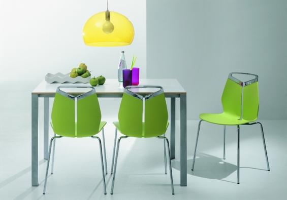 Gripp (výrobce Dexo), lakovaná nebo chromová konstrukce, různé provedení židlí, barvy podle vzorníku, cena od 4 600 Kč  (JV POHODA).