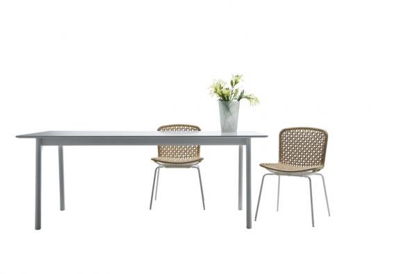 Solvar, ocelová konstrukce, opěrák a sedák z neběleného papíru, cena 1 290 Kč (IKEA).