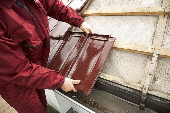 Skládaná střešní krytina představuje konstrukční imontážní klasiku – navzdory moderním materiálům.