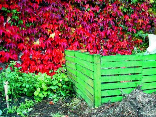 Jednoduchý kompostér si můžete při troše šikovnosti vyrobit ze dřeva sami.