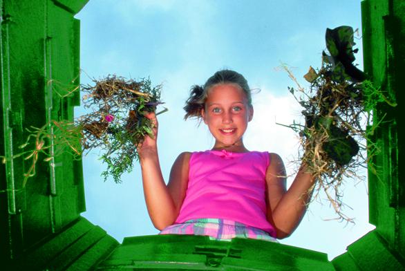 Každá domácnost vyprodukuje mnoho odpadu, který zbytečně končí vpopelnicích. Přitom kompostovat je tak snadné aocení to též vaše záhony nazahradě.