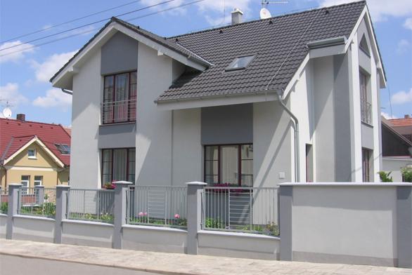 Pro své variabilní schopnosti se plastová okna výborně osvědčují jak při výstavbě nových rodinných domů, tak ipři rekonstrukci starších (BOHEMIA PLAST).