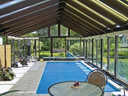 Zdrojem tepla vzimní zahradě je energie slunečních paprsků. To však vyžaduje účinnou asnadno ovladatelnou stínicí techniku (CLIMAX).