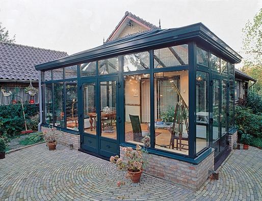Zimní zahrada může rozšířit obytný prostor odalší místnost (REYNAERS).