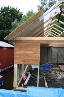 """Jakmile je """"plovoucí podlaha"""" hotová, stavíte běžnou dřevostavbu."""